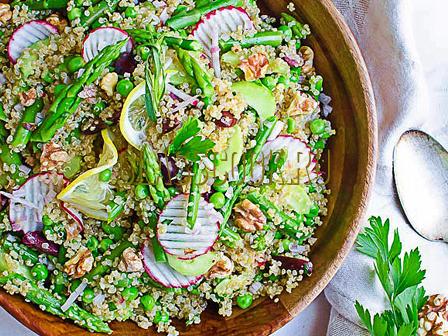Простой весенний салат.