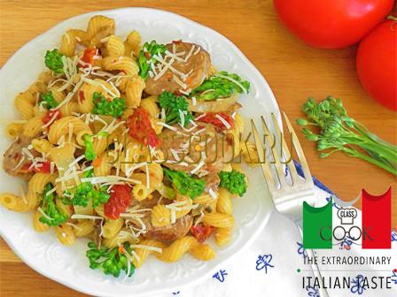 Паста с колбасками, итальянская кухня.