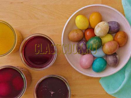 Окрашивание яиц натуральными красителями.