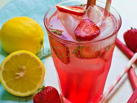 Клубничный лимонад.