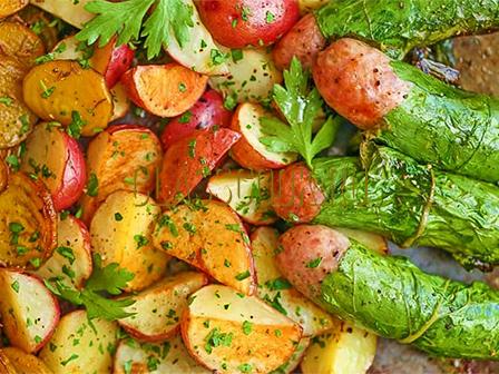 Колбаски с овощами.
