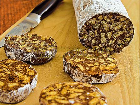 Шоколадная колбаса из печенья.
