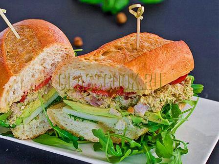 Вкусный сэндвич.